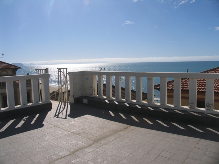 Holiday Apartment 'Isabella' 20 mt from the beach, terrace, sea view – San Vincenzo (Livorno)